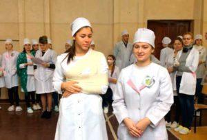 Майстер-клас з відпрацювання медсестринських маніпуляцій під час проведення конкурсу «З жартом про головне»